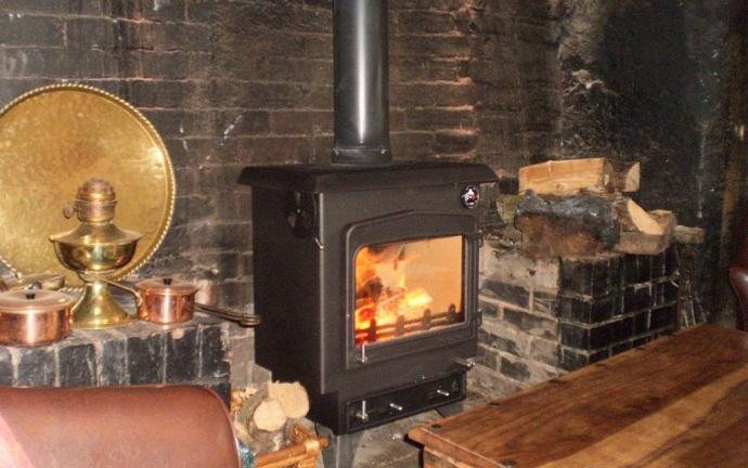 Drewe Arms wood burning stove
