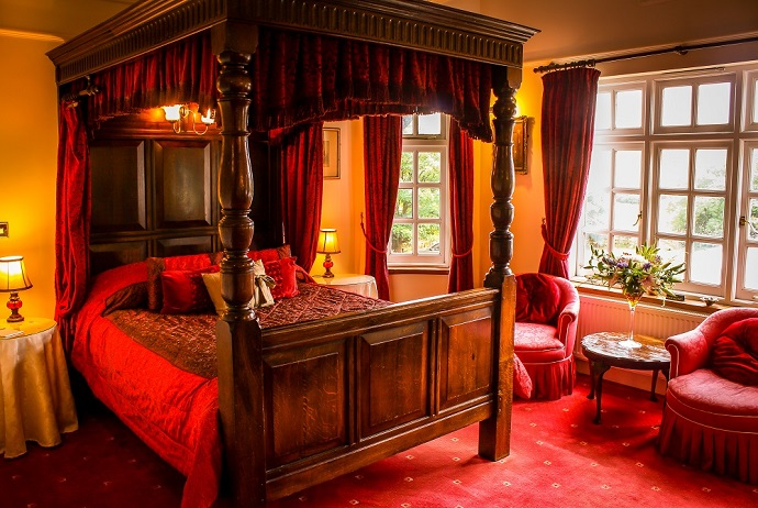 Four Poster room at the Two Bridges Hotel